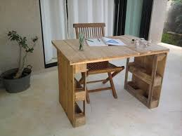 Building A Simple Wooden Desk by 25 Best Pallet Desk Ideas On Pinterest Crate Desk Desk And