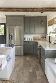 repeindre une cuisine en bois repeindre sa cuisine en bois rayonnage cantilever