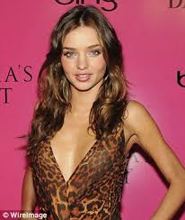 courtney kerr haircut miranda kerr ditches her trademark locks for a shoulder skimming