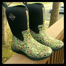 s muck boots size 9