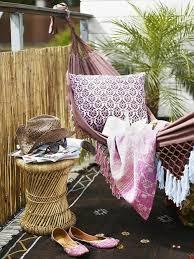 h ngematte auf balkon hängematte für balkon teppich decke kissen gartenmöbel