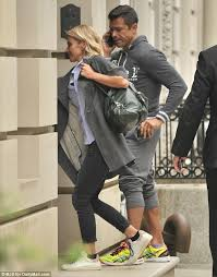 how does kelly ripa style her hair kelly ripa heads to the gym with husband mark consuelos after