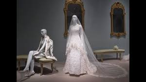 display wedding dress beyonce gown amal clooney s wedding dress on display in oscar