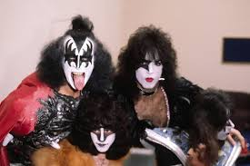paul stanley halloween costume kiss guitarist ace frehley hospitalized with exhaustion after show