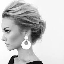easy messy buns for shoulder length hair various styles to the messy top knot for short hair