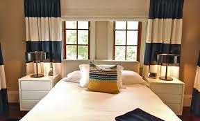 Schlafzimmer Lampe Nachttisch Vorhänge Bunt Gemustert Möbelideen