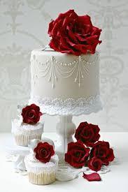 35 fabulous winter wedding cakes we love white wedding cakes