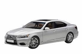lexus commercial black man white woman amazon com autoart 1 18 lexus ls600hl sonic silver tan toys