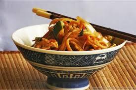 cuisiner des pates chinoises nouilles chinoises aux légumes recettes de cuisine chinoise