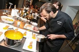 cours de cuisine avec cyril lignac saumon confit à l huile d orange purée de carotte et crème de