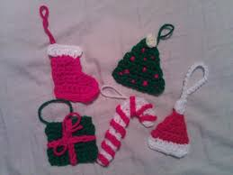 crochet christmas present ornament pattern crafterchick free