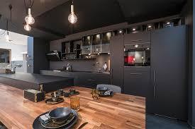 cuisine noir couleur tendance en cuisine osez le noir mobalpa