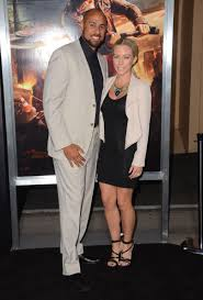 kendra wedding ring pics kendra wilkinson flashes new wedding ring on date with