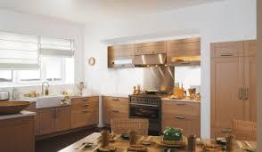 photo de cuisine amenagee cuisine equipee en u complete avec four cbel cuisines amenagee