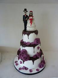 25 Best Skull Wedding Ideas by Wedding Cake With Skulls Roses And Black Lace Sweet Treats