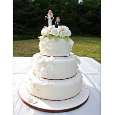 and chain cake topper and chain petal wedding cake with humorous cake topper