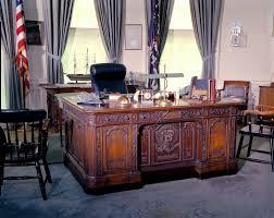 cote de texas president trumps new oval office decor cote de