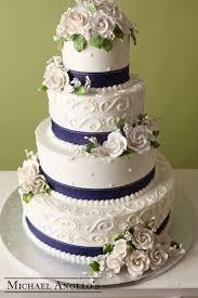 mariage bleu et blanc gâteau de mariage blanc et bleu de 4 étages avec des roses et des