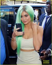 new york hair show 2015 kylie jenner shows off new green hair mom kris speaks out about