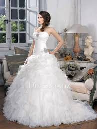 fit and flare strapless sweetheart ruffled skirt wedding dress