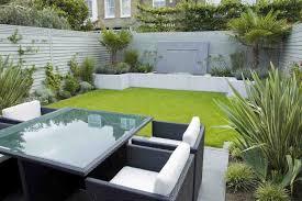 Modern Minimalist Garden Design With Rattan Furniture And White - Wall garden design