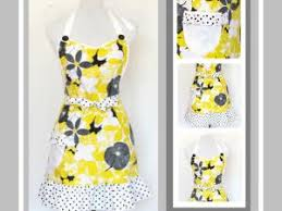 tablier de cuisine couture tablier de cuisine féminin fleuri jaune et pois blancs par du 12