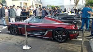 koenigsegg highway mclaren takes over a car meet but a record breaking koenigsegg