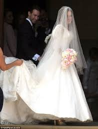 beckham wedding dress beckham gifted geri halliwell with a designer dress for