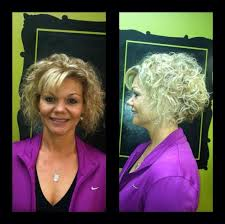 how to stlye a stacked bob with wavy hair short stacked bob curly hair no bangs curly hair pinterest short