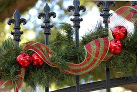 How To Decorate Garland With Ribbon Top 40 Fun And Festive Red And Green Christmas Decoration Ideas