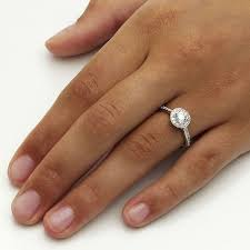 an welcher kommt der verlobungsring die besten 25 halo diamantringe ideen auf