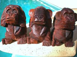 3 three wise monkeys see hear speak no evil wood carved statue