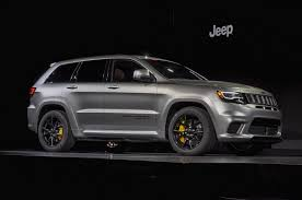 trackhawk jeep black hellcat powered 2018 jeep grand cherokee trackhawk arrives with