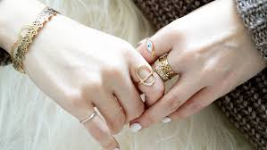 jewelry for sensitive skin how to avoid irritation when wearing jewelry