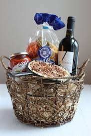 housewarming basket best 25 housewarming basket ideas on housewarming