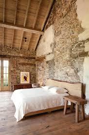 wandgestaltung mit naturstein mauersteine naturstein wandgestaltung schlafzimmer bett