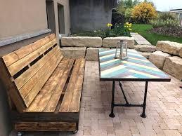 fabrication canapé palette bois fabriquer table exterieur faire un banc en palette de bois et le