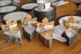 thanksgiving table place cards pie box place cards we r memory keepers blog