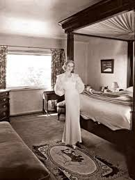 1930 homes interior take a peak into bette davis s colonial revival house in