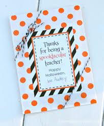 Halloween Gifts Ideas by 10 Halloween Teacher Gift Ideas Roommomspot