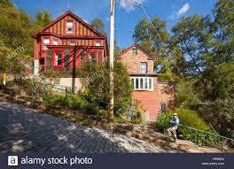 houses on a steep hill stock photos u0026 houses on a steep hill stock