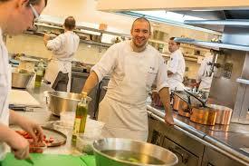 le chef en cuisine attaque la cuisine de l elysée le chef réplique