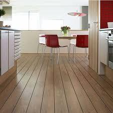 bodenbeläge küche welches laminat für die küche schön laminat bodenbelag rot stuhl
