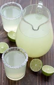 Party Pitcher Cocktails - perfect pitcher margarita receta bebidas jugo y zumo de lima