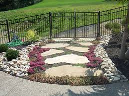Landscape Ideas For Side Of House by Landscape Green Front Yard Landscaping With Stone Walkway