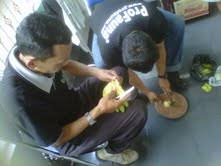 Obat Tidur Di Surabaya monyet dipancing makanan cur obat tidur surya