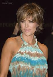 lisa rinnas hairdresser lisa rinna flattering short hairstyle