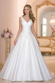 mariage chetre tenue les 25 meilleures idées de la catégorie robe de mariée à col v sur