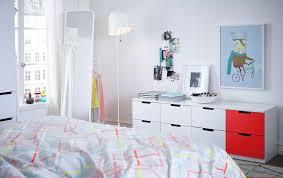 meubles de chambre ikea chambre à coucher blanche avec commodes modulaires nordli blanches