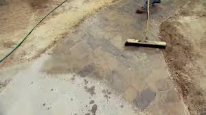 how to seal patio pavers easy way to seal new pavers for patio or driveway youtube